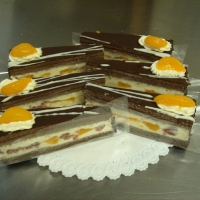 vanilkový puding, jahody, mandarinky, čokoládové cesto, čokoláda